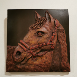 Horse-head-brown-red-on-dk-br